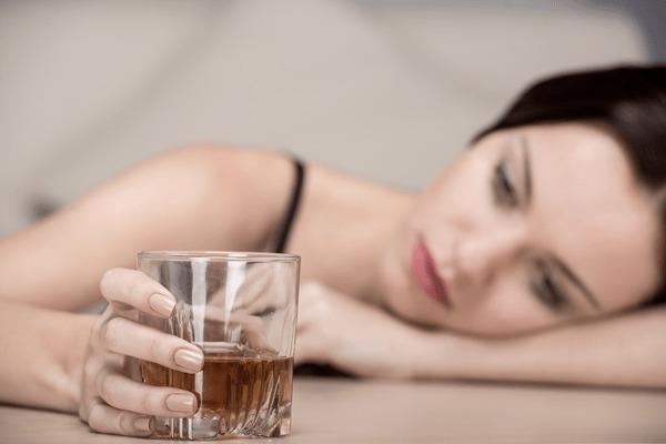 Alcoholismo femenino, causas