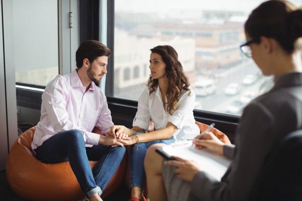 ¿En qué consisten y cómo funcionan las terapias de pareja?