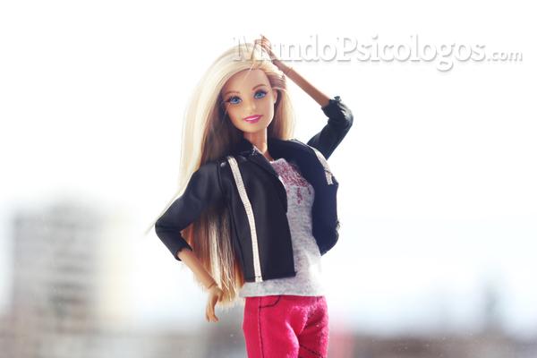 Jugar con Barbie