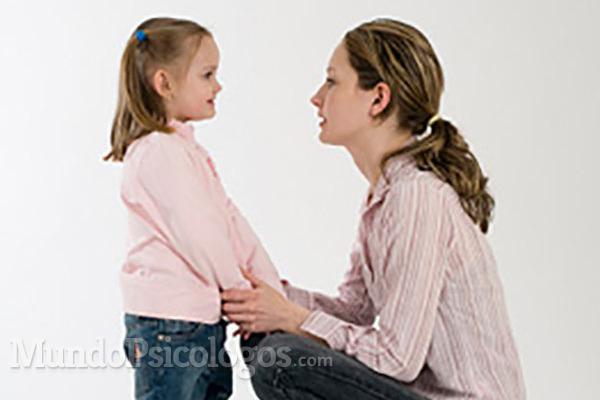 La escucha activa: ¿qué significa el gesto de ponerse a la altura de los niños?