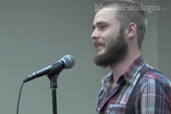 Neil Hilborn es el joven que triunfa en internet con el poema que relaciona amor y TOC.