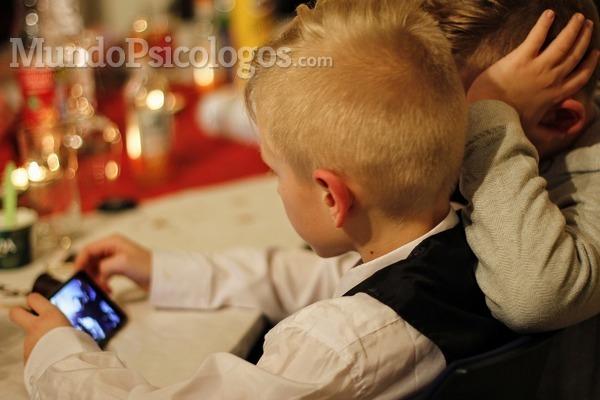 ¿Por qué los menores de 6 años no deberían jugar con pantallas?