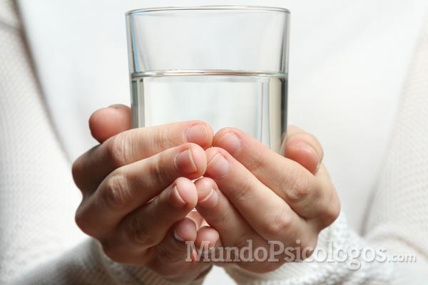 No te olvides de soltar el vaso a tiempo