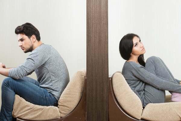 Por qué las parejas infelices siguen juntas