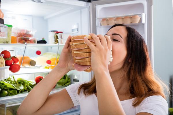 5 claves para evitar la ansiedad de comer durante el teletrabajo
